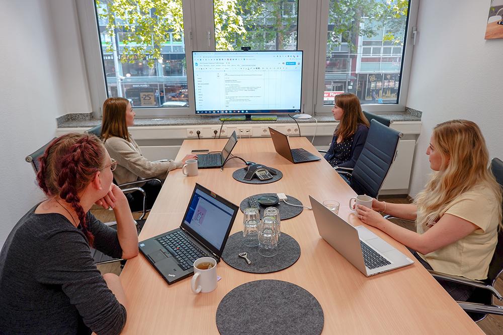 content marketing team meeting besprechung traffic design